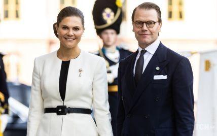 В платье-плиссе и белом жакете: кронпринцесса Виктория на открытии парламента