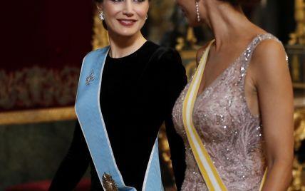 В вечерних платьях: первая леди Аргентины затмила королеву Летицию