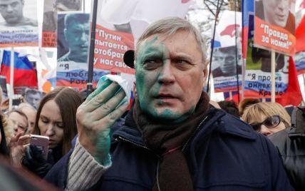 У центрі Москви на Марші пам'яті Нємцова невідомий облив зеленкою екс-прем'єр-міністра РФ Касьянова