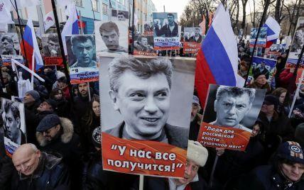 """""""Путін це війна"""" і """"Росія без Путіна"""": найбільш промовисті лозунги на марші пам'яті Нємцова"""