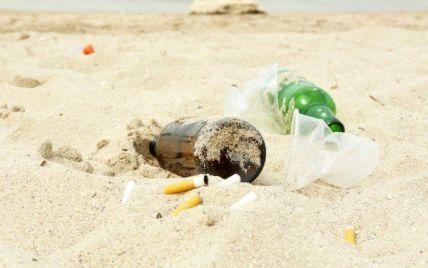 Бутылки, окурки, сетки: волонтеры очистили остров Джарылгач после туристов
