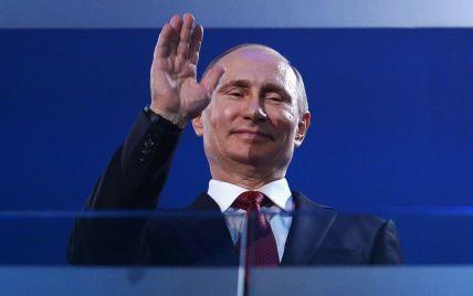 Подарунок Путіну. У Перу затримали жінку за спробу вручити светр президенту РФ