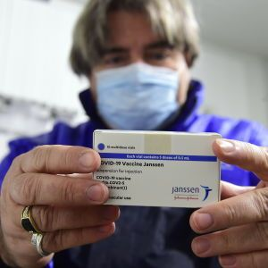 Бельгия ограничила применение COVID-вакцины от J&J после смерти пациентки