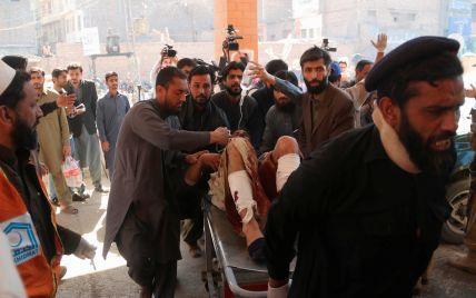 П'ятеро загиблих та десятки поранених. Подробиці теракту біля суду в Пакистані