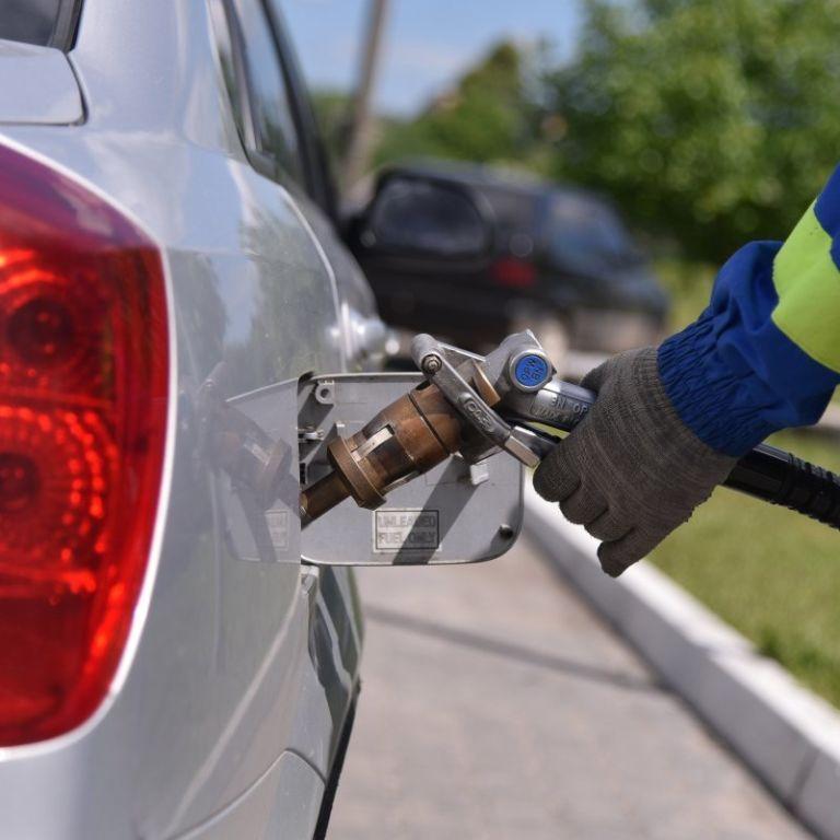 Водіям розповіли, як зменшити витрату пального в авто: названо п'ять способів