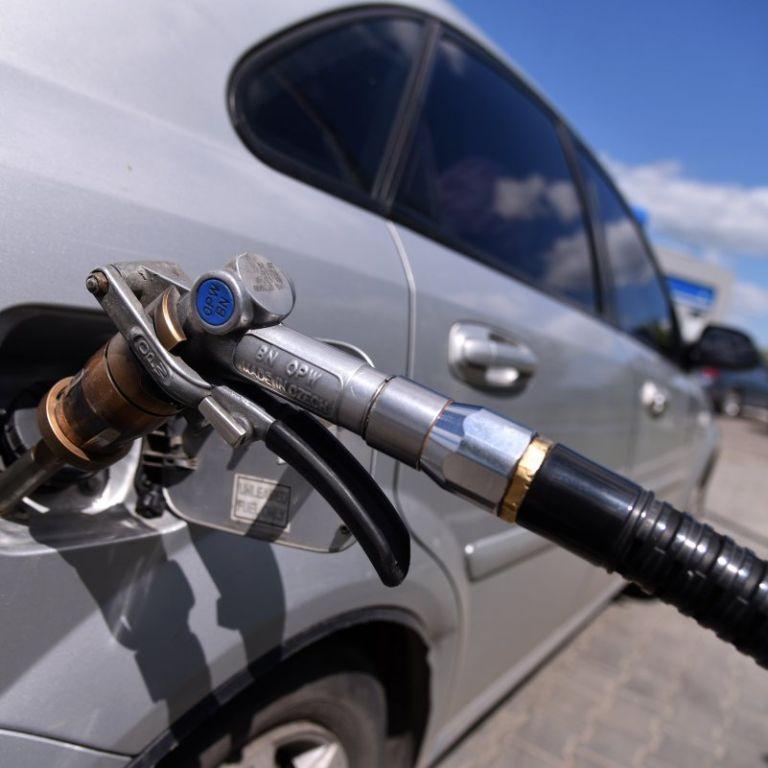 Украинские АЗС согласились снизить цены на бензин – АМКУ
