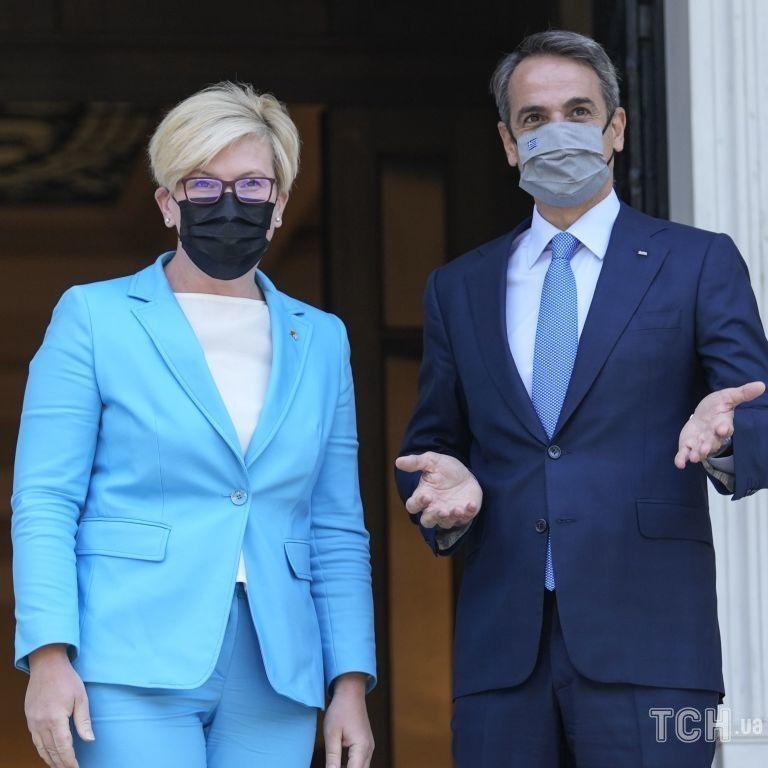 У блакитному костюмі і замшевих туфлях: прем'єр-міністерка Литви на діловій зустрічі