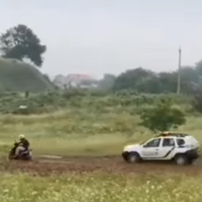 В Ровенской области патрульная полиция устроила погоню за мотоциклом на мототрассе: видео