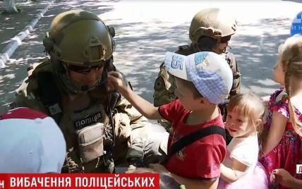 В Днепре спецназовцы пришли утешить малышей, детсад которых оказался в эпицентре учений полиции