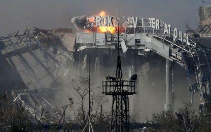 Прапор України і бойовики за кількасот метрів. Як військові б'ються за Донецький аеропорт