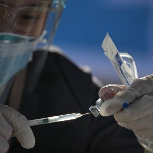 Некоторые украинцы смогут бесплатно вакцинироваться от COVID-19 в Венгрии: у кого будет такая возможность