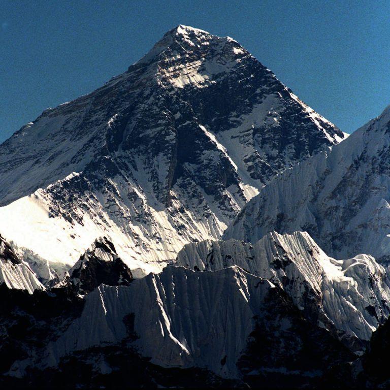 Ослепли и были истощенными: во время восхождения на Эверест погибло двое альпинистов