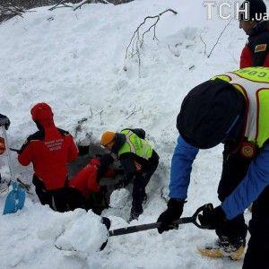 Под снежными завалами в итальянском отеле нашли 8 живых людей — Reuters