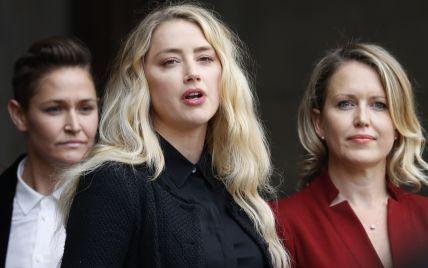 Измученная Эмбер Херд со слезами на глазах выступила перед толпой после суда с Деппом