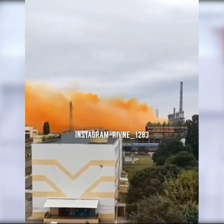 Набряк легень і навіть смерть: хімік розказав, чим небезпечний газ, витік якого стався на заводі під Рівним