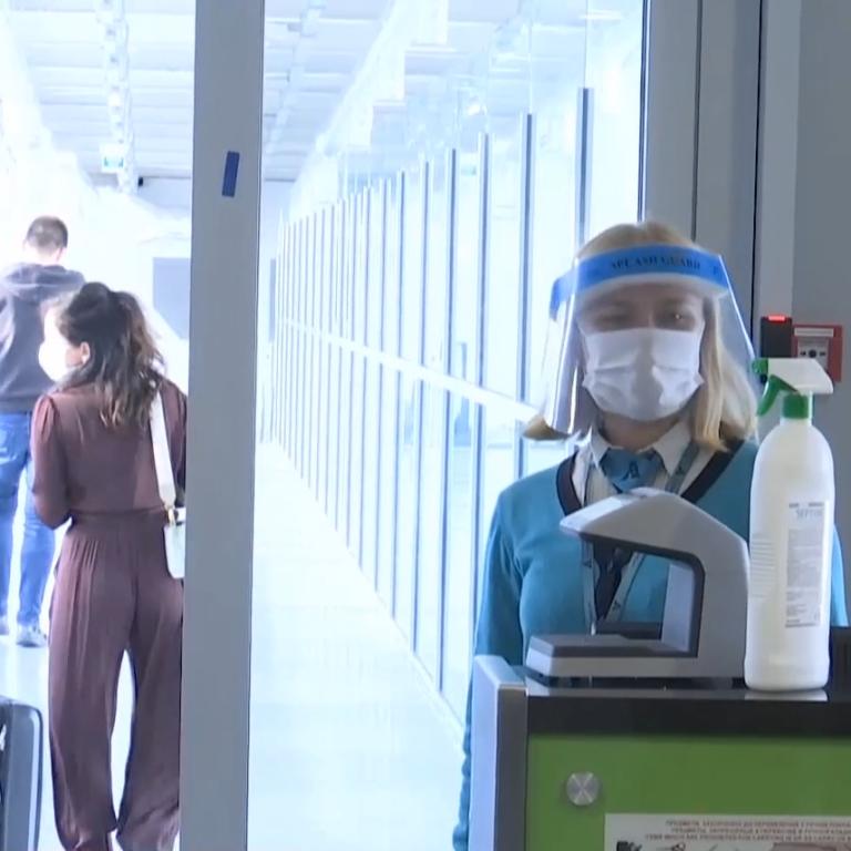 """Форма у стилі """"стоп коронавірус"""" і план на випадок спалаху хвороби: що змінилося в літаках і потягах України"""