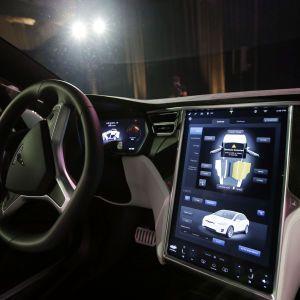Продают оборудование, за которое уже было уплачено: Tesla попала в скандал с автопилотом