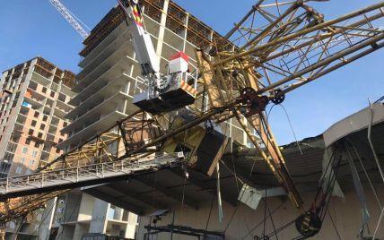 Знавці назвали попередню причину падіння крану на супермаркет у Львові