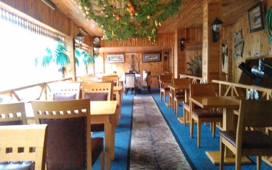 Словно вымершее алуштинское кафе / © ТСН.ua