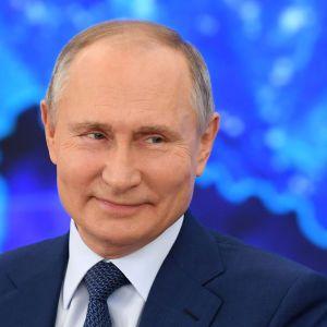 Путин привился от коронавируса: процесс не показали, название вакцины держат в секрете