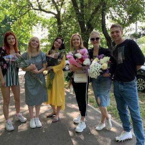 """Актори серіалу """"Школа"""" несподівано завітали на останній дзвоник до учнів з Миколаєва"""