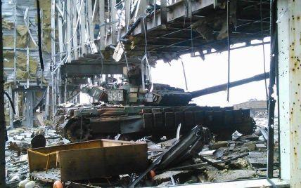 """Бойовики продовжують обстрілювати Донецький аеропорт, проте """"кіборги"""" відбивають атаки"""