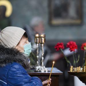 Карантин в Україні: 85% українців не планують йти на Великдень до церкви