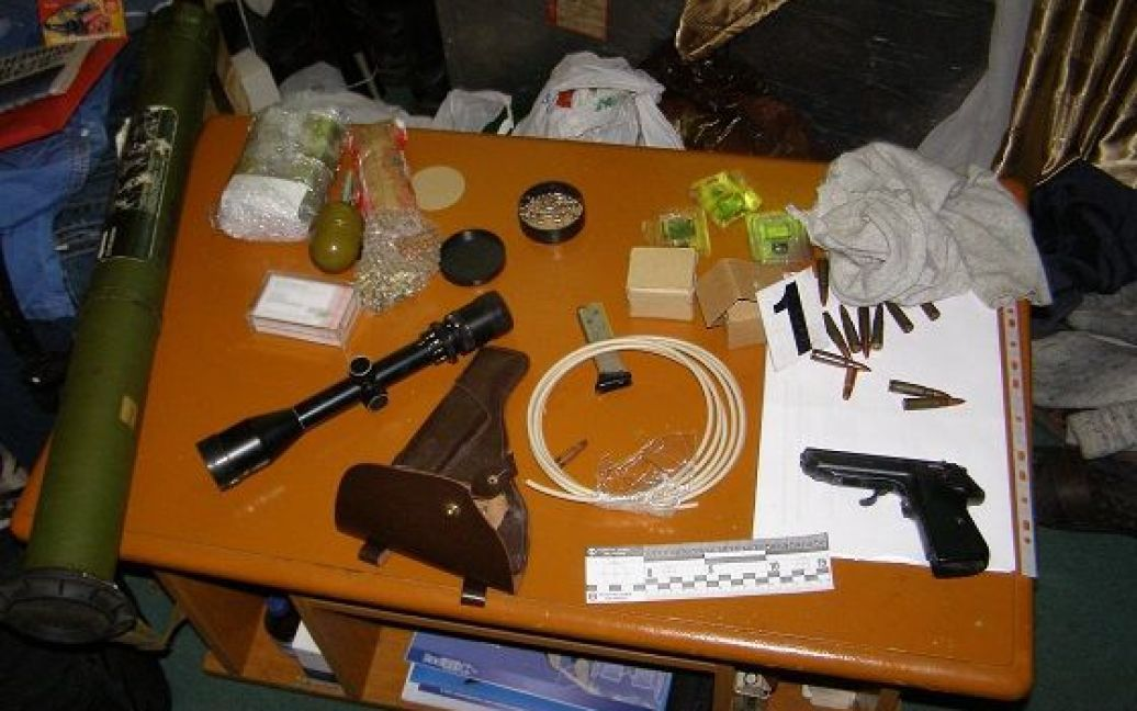 У задержанных изъяли большое количество оружия / © Пресс-служба МВД Украины