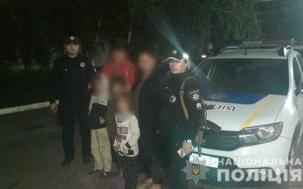 Под Одессой трое матерей пьянствовали на улице и потеряли троих детей