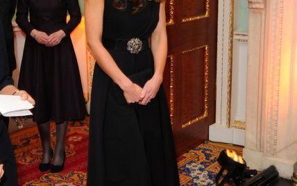 Герцогиня Кембриджская в красивом коктейльном платье посетила светскую церемонию