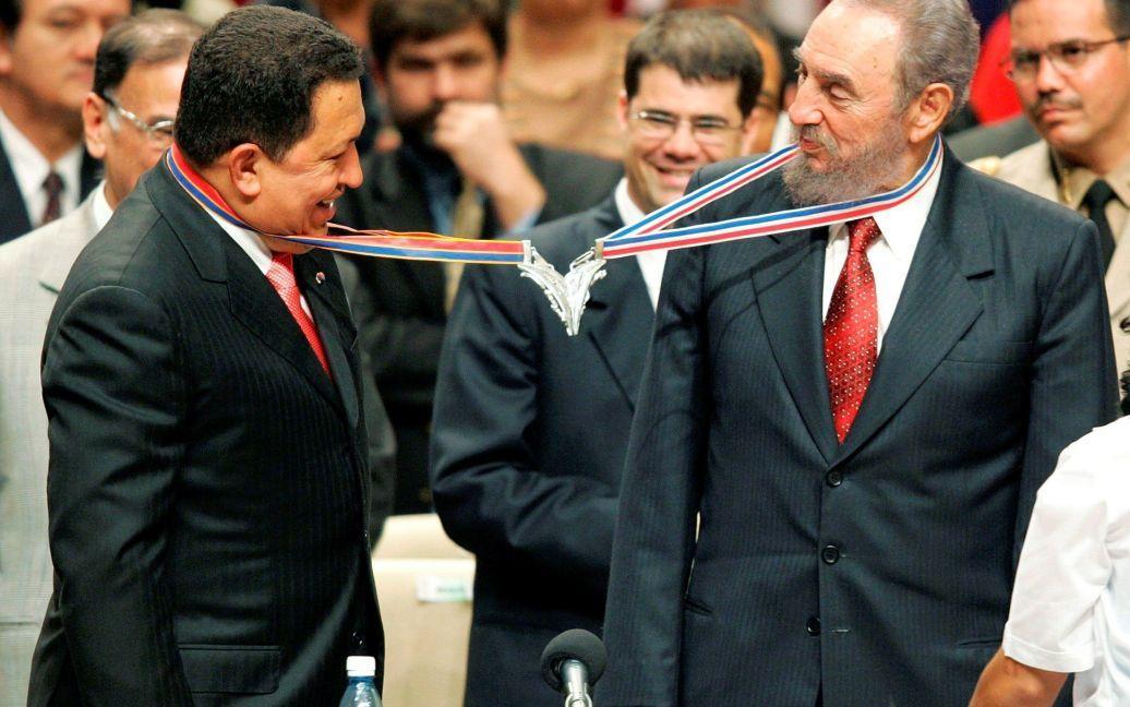С президентом Венесуэлы Уго Чавесом / © Reuters
