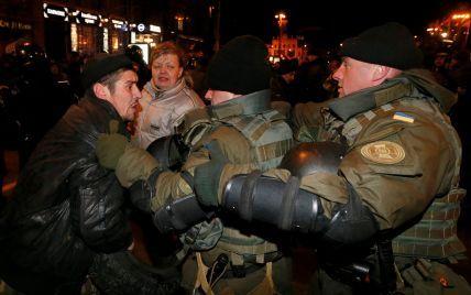 Участники акции протеста разгромили якобы офис Медведчука в центре Киева