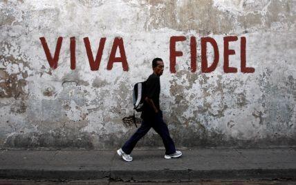 В Майами сотни кубинцев празднуют на улицах смерть Кастро