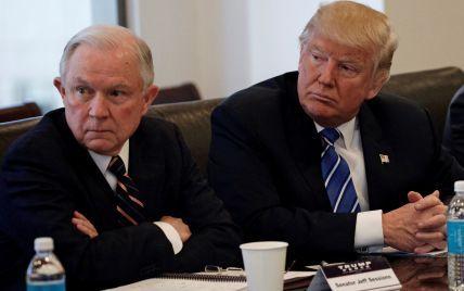 Не робив нічого незаконного: генпрокурор США взяв самовідвід щодо пов'язаних з кампанією Трампа справах