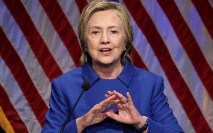 Бывший советник Трампа признался, что ему предлагали приобрести компромат на Клинтон