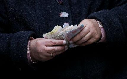 Кур'єри-листоноші: як доставляють пенсії у найвіддаленіших куточках країни