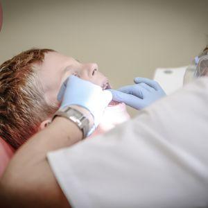 У Рівному стоматологиня знущалася над малюками на прийомі: чому батьки не знали про насилля і як вберегти свою дитину