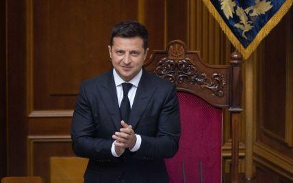 Санкції, НАТО, подвійне громадянство та корисні копалини: Зеленський підписав чотири укази