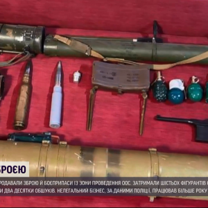 В Днепропетровской области поймали дельцов, которые продавали оружие и боеприпасы из зоны ООС: видео
