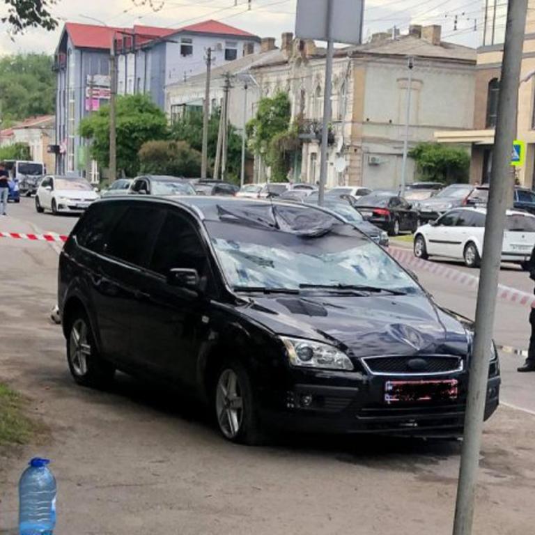 У Луцьку на пішохідному переході авто збило батька з двома синами: 9-річний хлопчик помер