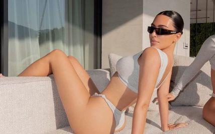 В мокром белье: Ким Кардашьян эффектно вышла из бассейна