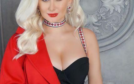 Ко Дню влюбленных готова: Екатерина Бужинская в черном боди похвасталась сексуальным бюстом