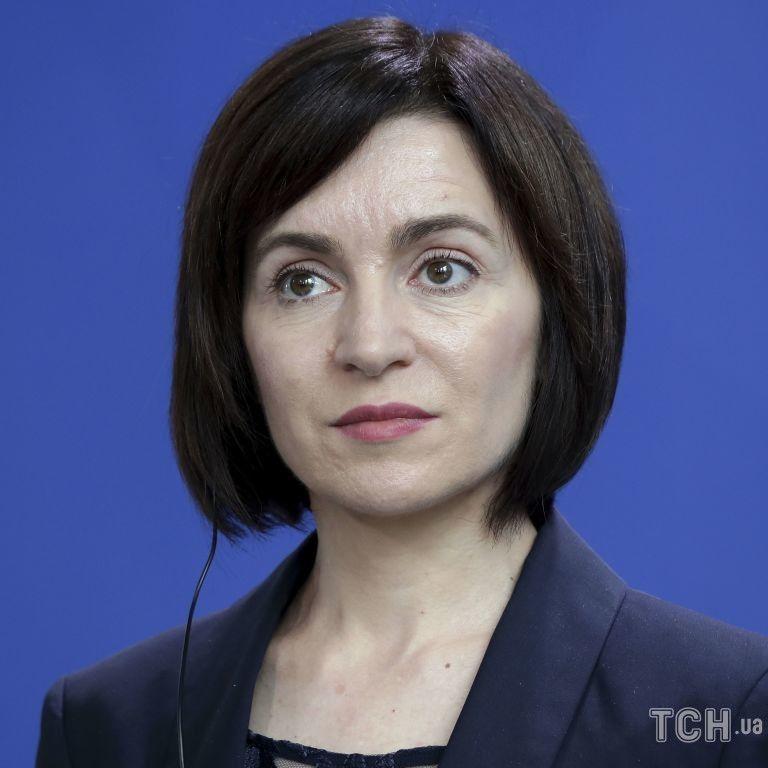 У рожевій спідниці-олівці і на шпильках: президентка Молдови підкреслила струнку фігуру ефектним луком