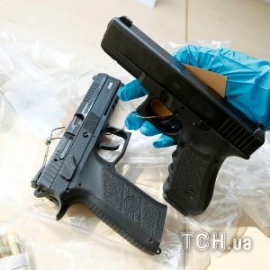 В Конотопе военнослужащий с тремя подельниками торговал оружием
