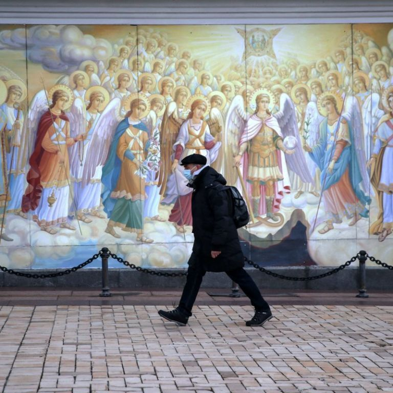 Без карантину вихідного дня, але в очікуванні локдауну: які обмеження діють в Україні і на що чекати у свята