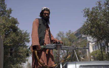"""Талибы начали запрещать афганским мужчинам брить бороды: """"Не подражайте американскому стилю"""""""
