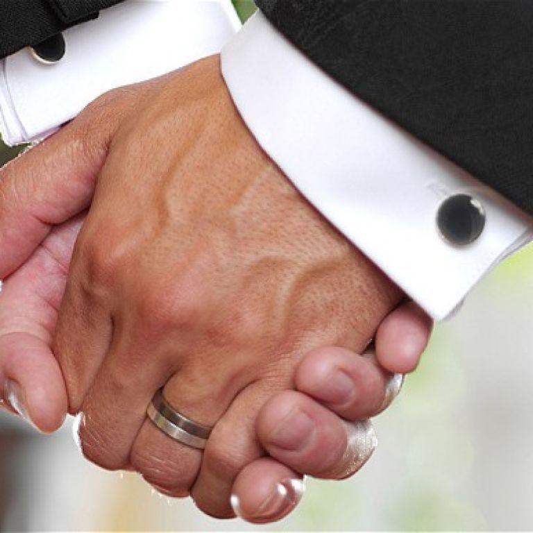 Десятки німецьких священників анонсували вінчання гомосексуальних пар у відповідь на різку заяву Ватикану