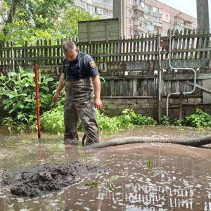 В Днепре до сих пор ликвидируют последствия подтопления: в воде стоят десятки домов