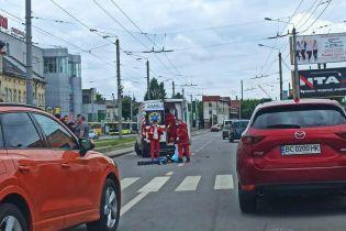 Шел пешеходным переходом: во Львове возле железнодорожного вокзала насмерть сбили мужчину (фото)