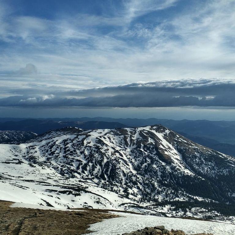 В Карпатах ударил мороз, вершины и до сих пор усыпаны снегом: фото